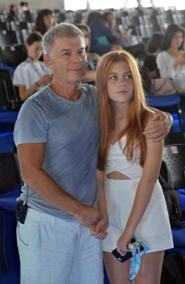 Дочь Олега Газманова: «Прилетело от папы, потому что отказалась с ним фотографироваться»