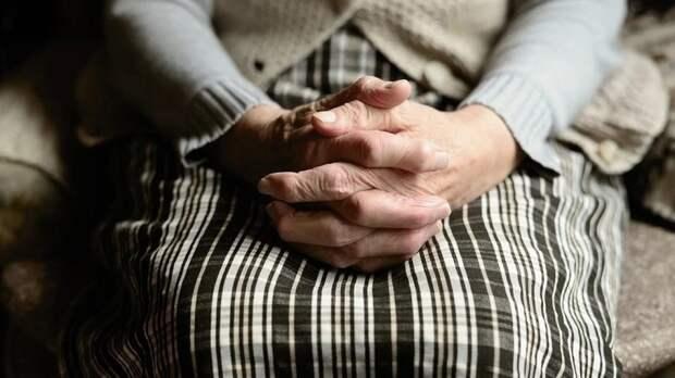 Белые пятна на ногтях могут быть признаком дефицита полезных веществ
