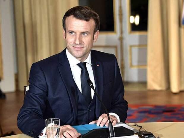 Президент Франции отметил снятие коронавирусных ограничений в кафе