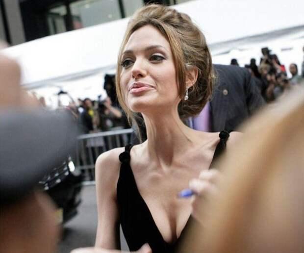 Анжелина Джоли похудела до 34 килограммов и находится на грани смерти