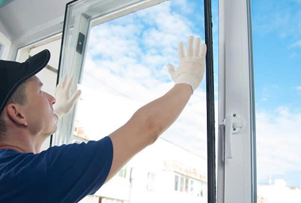 В подъезде дома на Костромской починили окно