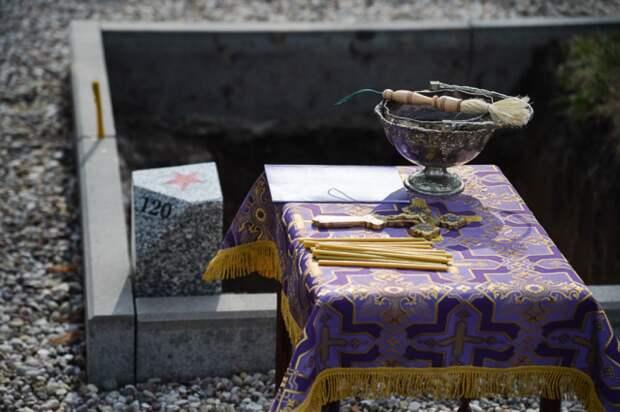 На церемонии перезахоронения.