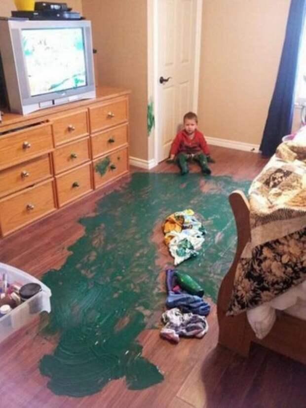 Оставил детей одних, изуродовали комнату