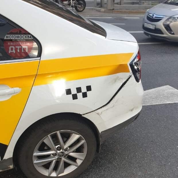 На Новой Башиловке таксист снес мотоциклиста