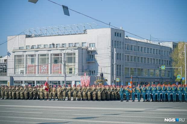 20 самых ярких фото с парада Победы в Новосибирске: как люди гуляли после года пандемии