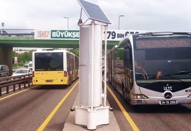 В Стамбуле установлены турбины, которые собирают ветер от проезжающего транспорта и вырабатывают энергию
