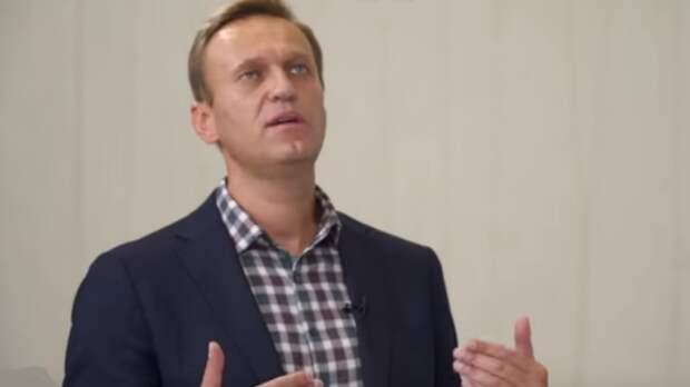 """Член штаба Навального в Петербурге поставил свечку в церкви за """"здравие митинга"""""""
