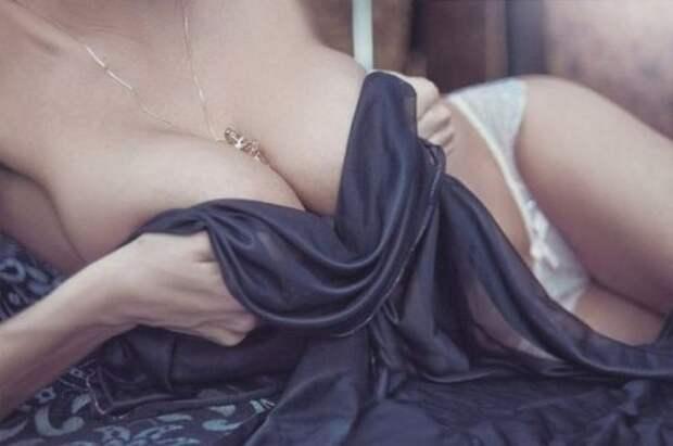 Девушки с соблазнительной грудью из соцсетей (24 фото)