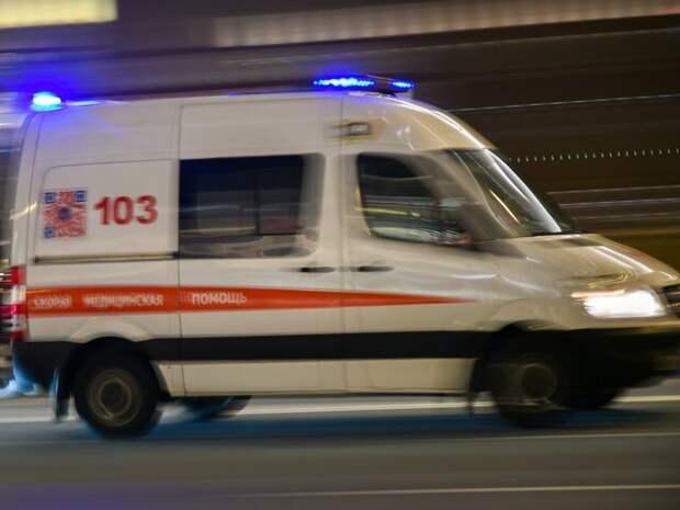 Мужчину в ТиНАО госпитализировали с ножевыми ранениями груди
