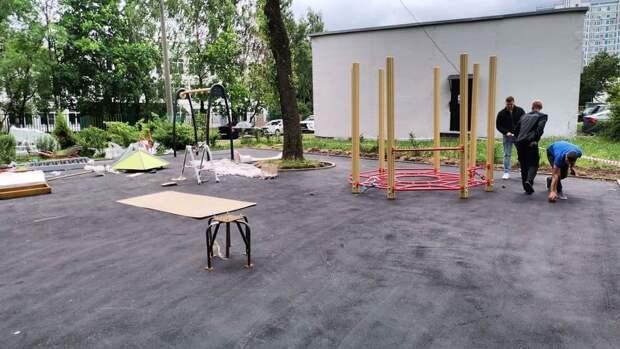 Строительство детской площадки на Псковской завершат до конца августа