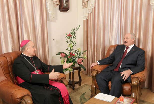 Лукашенко объяснил, почему Минск не пропустил главу белорусских католиков