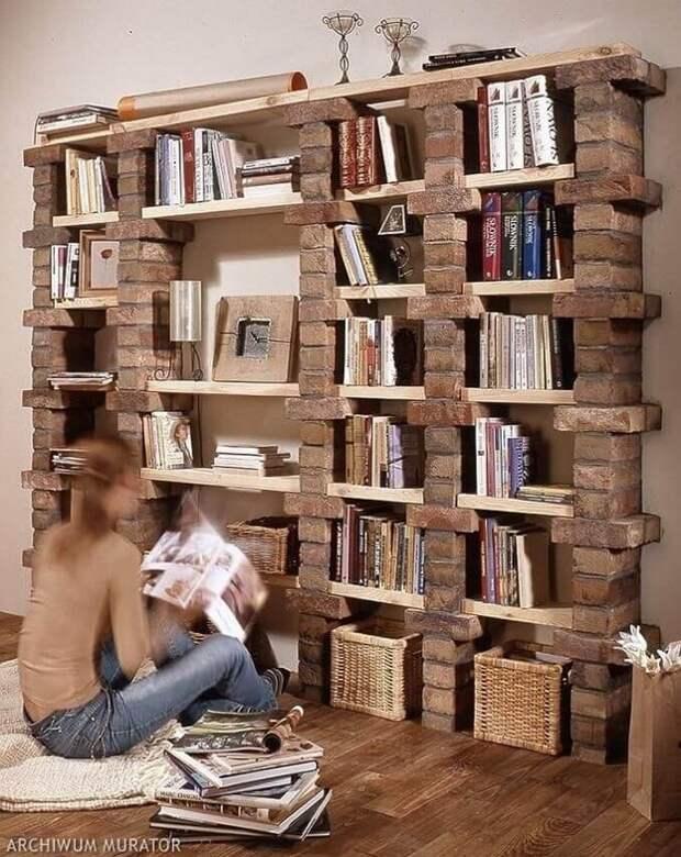 стеллаж для книг из кирпичей