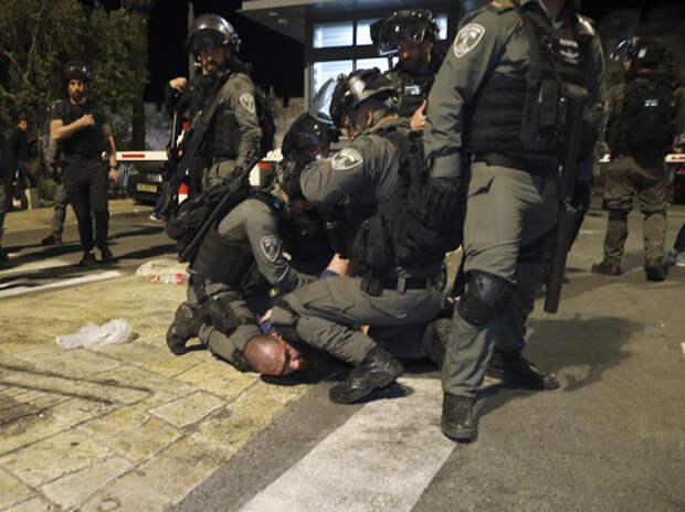 Сотни людей ранены в столкновениях палестинцев и полиции в Иерусалиме