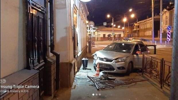 Пьяный лихач врезался в припаркованную иномарку и сбил троих пешеходов в Иркутске