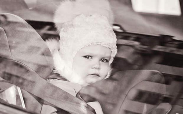 Коллектор угнал у должницы машину с трехлетней дочкой