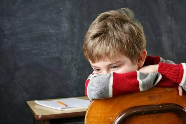 Бесконечные повторения и одиночество: 4 самых странных наказания для детей