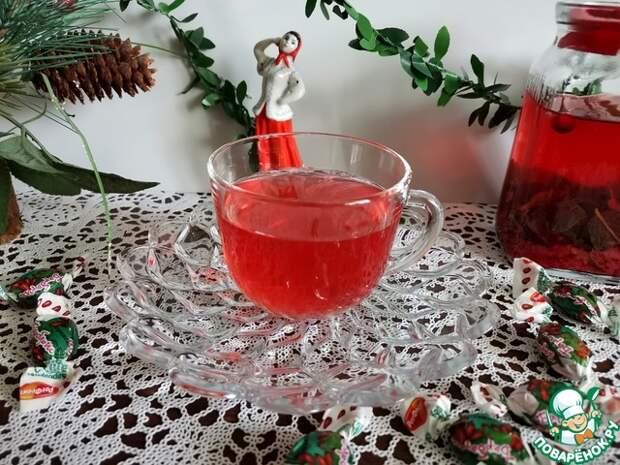 Мятно-имбирный чай с ягодами