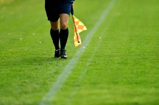 Иранский телеканал более 100 раз прерывал трансляцию матча из-за голого колена женщины-судьи