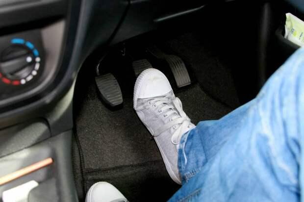 Как остановить машину, если на ходу пропали тормоза