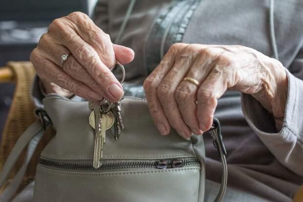 В Ижевске пенсионерка с психическим расстройством оказалась на улице из-за «чёрного риелтора»