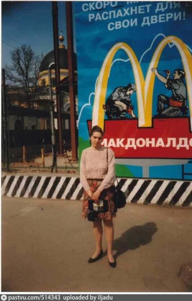 Возле станции метро «Третьяковская» проводятся строительные работы.