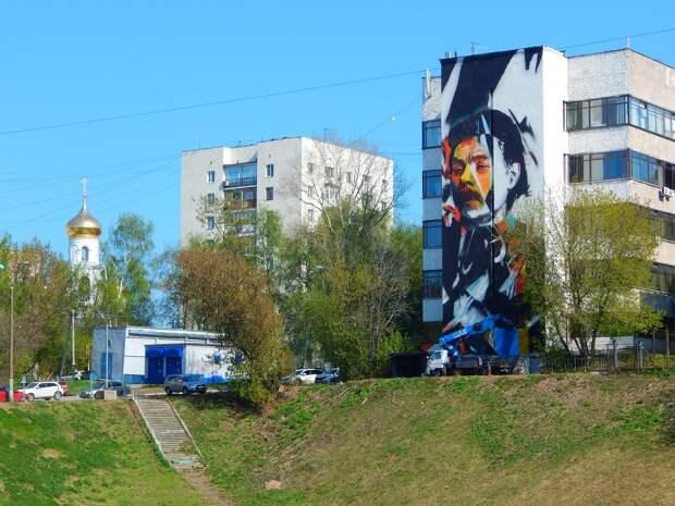 Стало известно, кто создает мурал с портретом Горького в центре Нижнего Новгорода