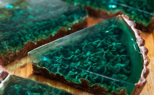 Изумрудный торт выглядит как настоящий драгоценный камень. Рецепт японского повара