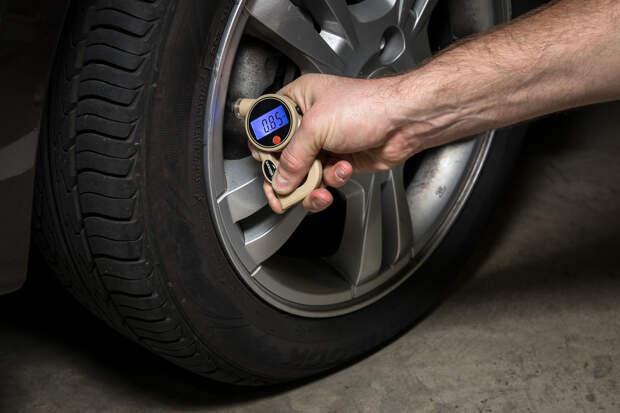 Давление в шинах влияет на безопасность движения
