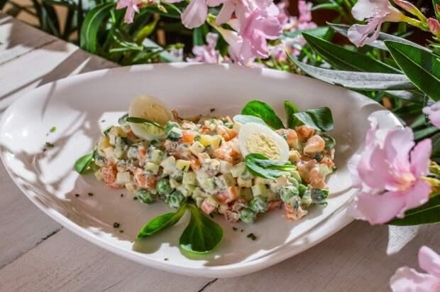 Новые вкусы старого салата: 8 интересных рецептов новогоднего оливье