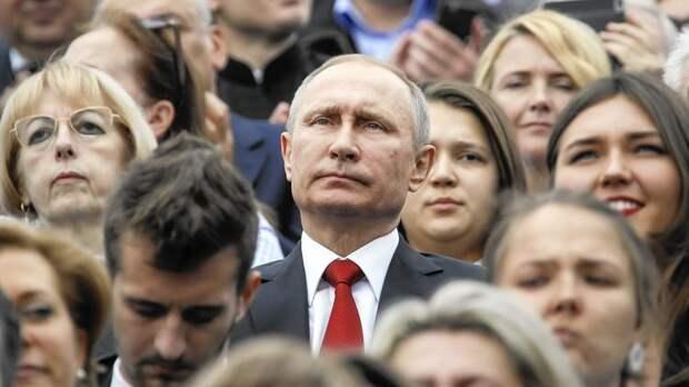 Подпись к изображению: По всей вероятности, когда Запад критикует российского президента Владимира Путина, россияне считают, что мы критикуем их самих