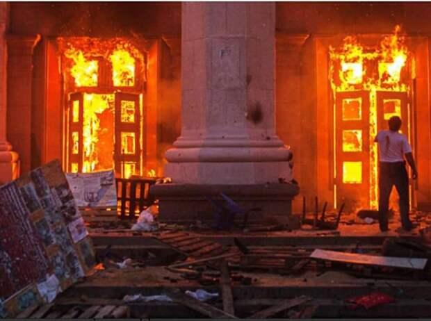 6 лет, друзья… 6 лет… 6 лет прошло с момента, когда в пожаре Дома Профсоюзов в Одессе сгорела моя страна. 02.05.2014 это Рубикон в истории моей Родины. Момент, который поделил все на «до» и «после»