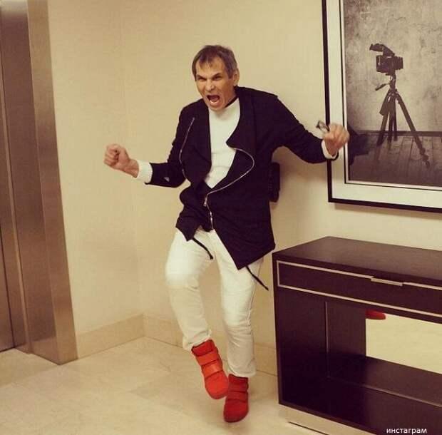Бари Алибасов до сих пор не может поправиться и передвигается в инвалидном кресле