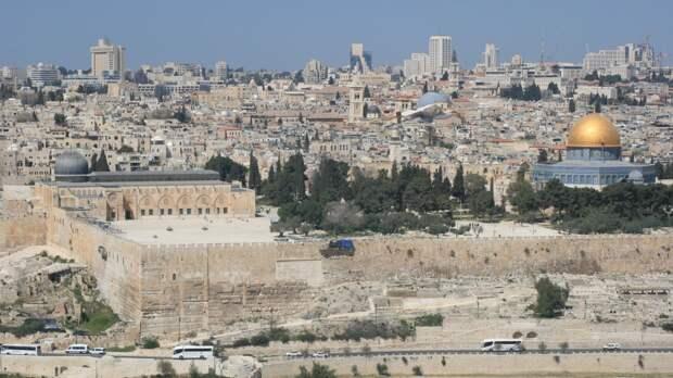Две сотни палестинцев пострадали в столкновениях с израильскими полицейскими в Иерусалиме
