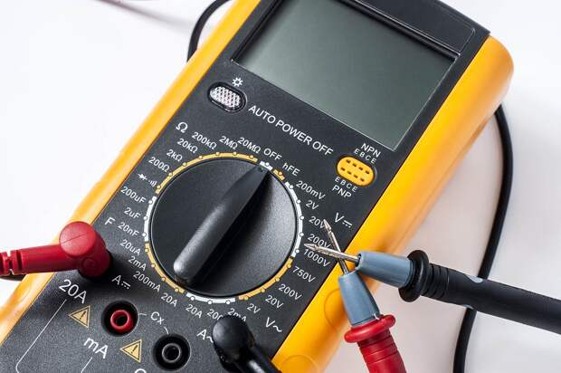 Бить аккуратно, но сильно: что такое датчик детонации и как его проверить без сканера
