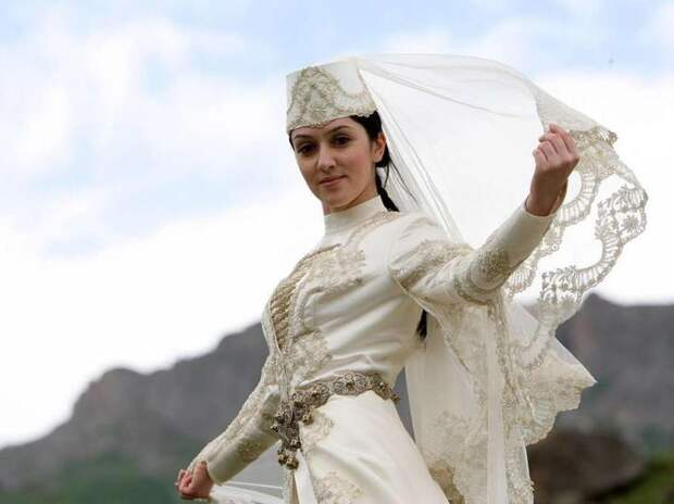 Картинки по запросу красивая девушка в осетинских одеждах