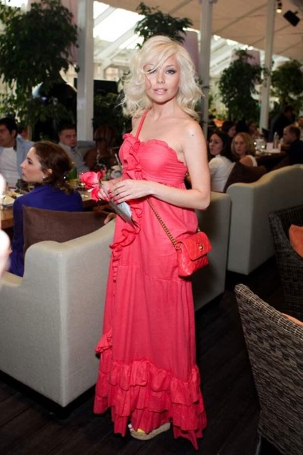 3 любви и сплетни. Кому отдано сердце одной из самых красивых и звездных актрис 90-х Елены Кориковой.