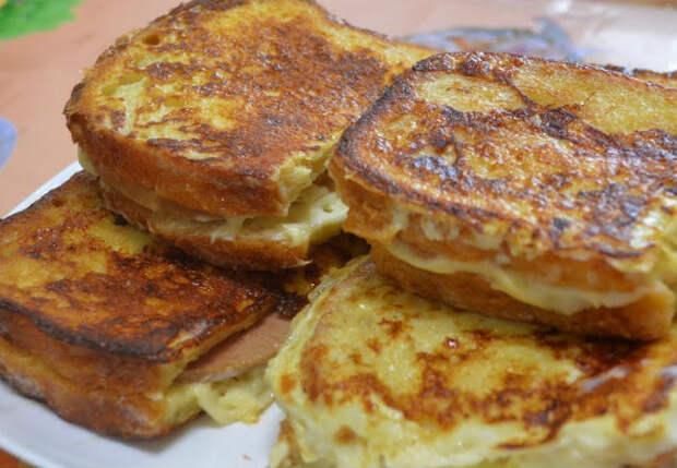 Кладем сыр между 2 кусками хлеба и на сковородку: завтрак за минуту не надоедает уже неделю