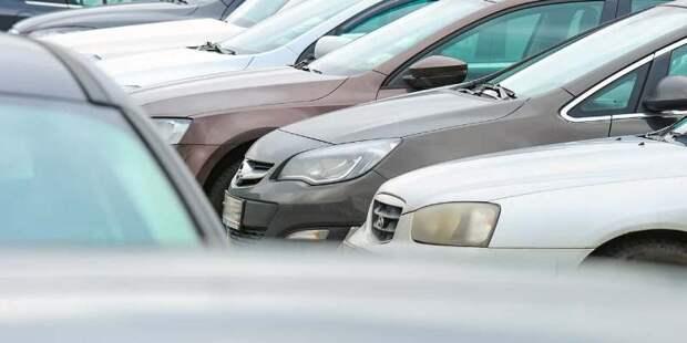 Жители стали вдвое больше покупать машино-мест у города