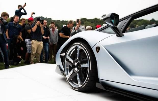 На Centenario Roadster установлено полноуправляемое шасси.