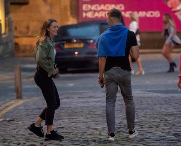 Пьяный финал: британские выпускники бурно отметили окончание экзаменов нашумных вечеринках