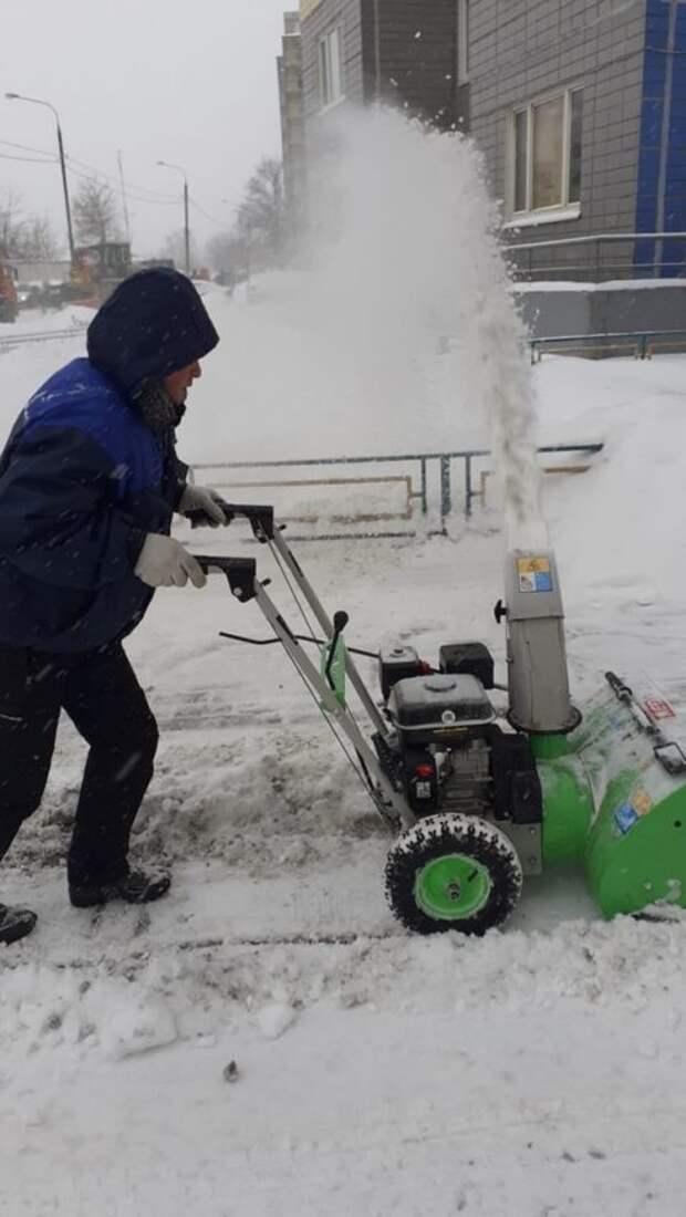 В Ховрине на борьбу со стихией вышел моторизованный батальон снегокопов