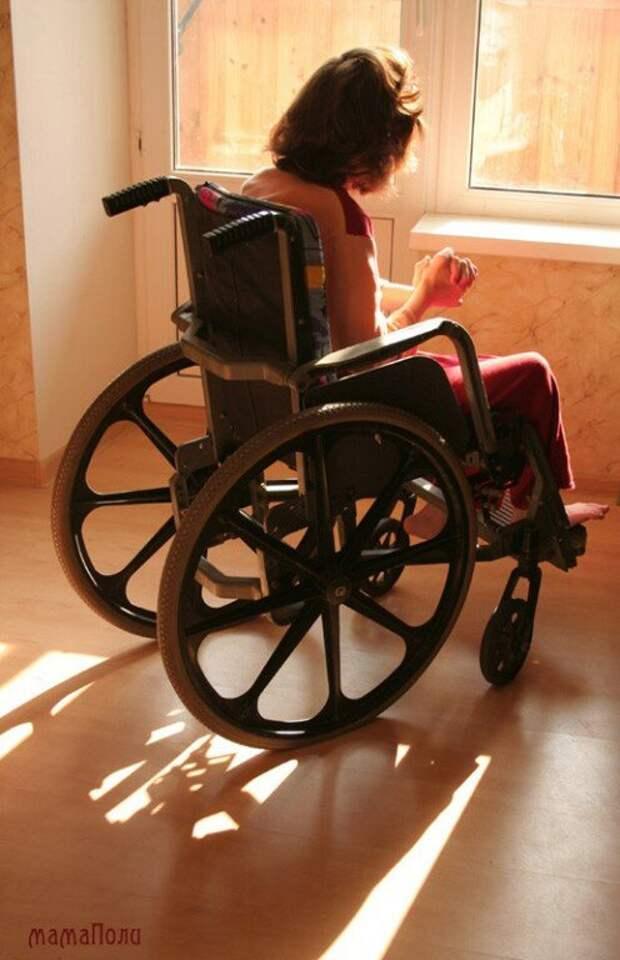 Трактор дёрнуло, он пьяный вывалился и оказался под колесом своего любимца...а маленькая дочь осталась инвалидом...