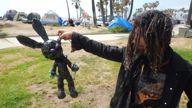 Бездомные захватили легендарный пляж Лос-Анджелеса