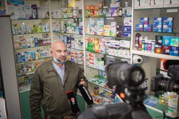 Тимофей Баженов принял участие в рейде полиции по борьбе с оборотом наркотиков. Фото: Максим Манюров