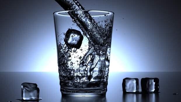 Названы побочные эффекты от чрезмерного употребления воды