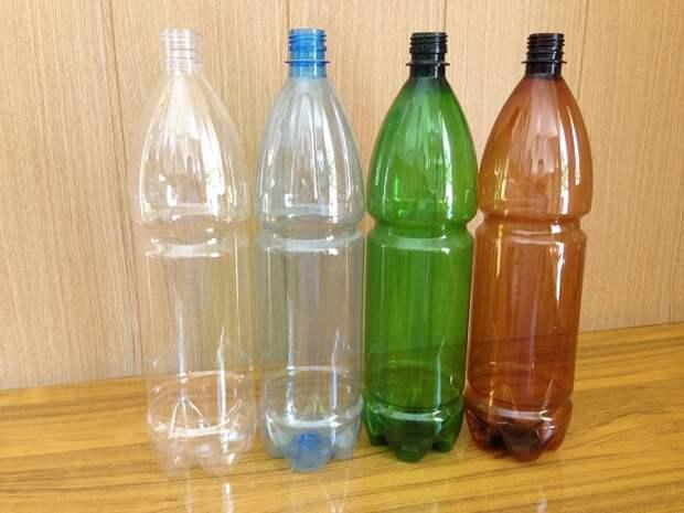 Пустые пластиковые бутылки только занимают место. / Фото: Infourok.ru