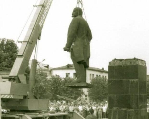Демонтаж памятника Ленина в Червонограде