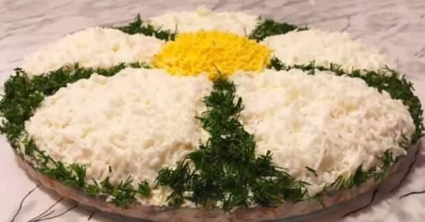 Салат Ромашка: весенний салат-торт — украшение и угощение