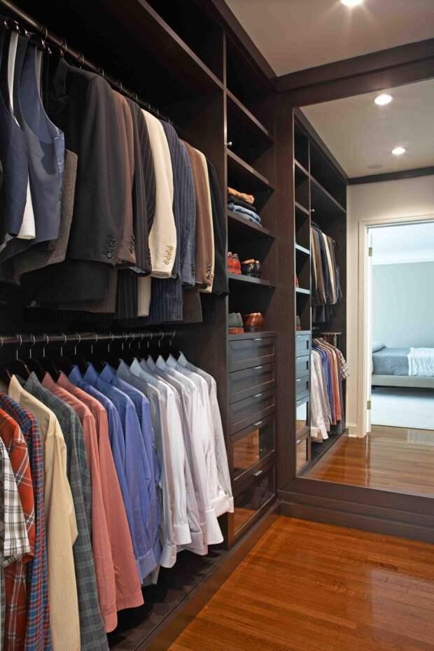 Оформляя гардеробную, выбирайте мебель с учетом одежды, которую вы носите