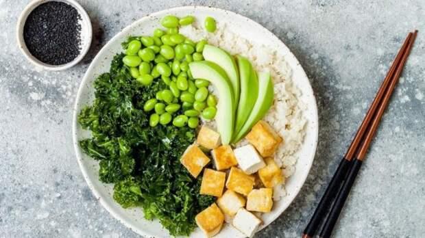 Соевыми продуктами часто заменяют красное мясо, они - составная часть здоровой диеты